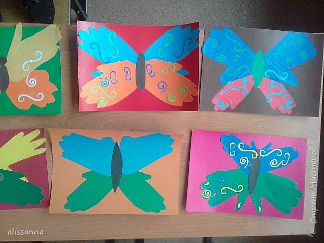Доброе время суток...жители Страны...)))))))) вот такие бабочки у нас  получились...)))))))) верхняя часть-это ладошка в растопырку....а нижняя часть- ладошка...в которой пальчики сжаты...))) фото 3