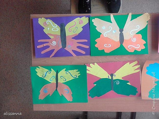 Доброе время суток...жители Страны...)))))))) вот такие бабочки у нас  получились...)))))))) верхняя часть-это ладошка в растопырку....а нижняя часть- ладошка...в которой пальчики сжаты...))) фото 5