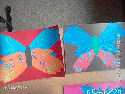 Доброе время суток...жители Страны...)))))))) вот такие бабочки у нас  получились...)))))))) верхняя часть-это ладошка в растопырку....а нижняя часть- ладошка...в которой пальчики сжаты...))) фото 9