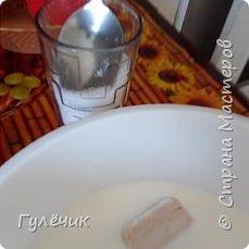 Нам необходимы: мука , яйца , дрожжи, сахар, соль, изюм или цукаты, апельсин или лимон(цедра), молоко тёплое или кефир ,ёмкостьи для выпечки, масло сливочное или маргарин, растительное масло, ванилин  , коньяк( нету-можете не класть),соль  и обязательное условие -хорошее настроение и закрытые окна , чтобы не было сквозняков Итак начнём))) фото 2