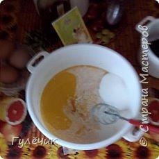Нам необходимы: мука , яйца , дрожжи, сахар, соль, изюм или цукаты, апельсин или лимон(цедра), молоко тёплое или кефир ,ёмкостьи для выпечки, масло сливочное или маргарин, растительное масло, ванилин  , коньяк( нету-можете не класть),соль  и обязательное условие -хорошее настроение и закрытые окна , чтобы не было сквозняков Итак начнём))) фото 8