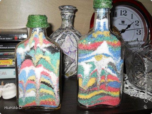 Бутылки с солью -, а  сзади пробовала под камень-но ужасный отблеск и плохо видно-в натуре -они лучше... фото 1