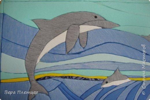 Друг за другом мчится стая, Волны телом разрезая, То хвосты, то снова спины, Кто вперёд, плывут дельфины. (автор -Сибирцев В). фото 2