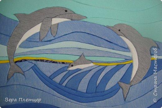 Друг за другом мчится стая, Волны телом разрезая, То хвосты, то снова спины, Кто вперёд, плывут дельфины. (автор -Сибирцев В). фото 3