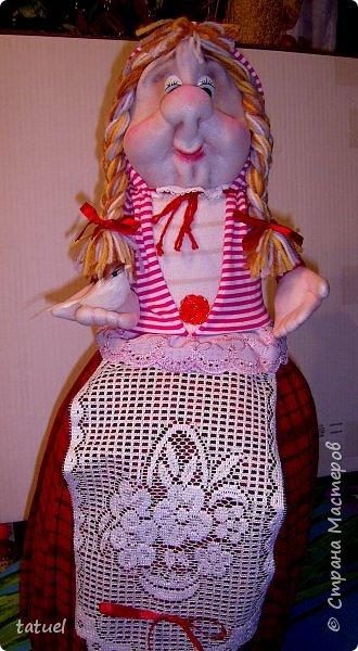 Всем привет и с наступающим Днем Великой Пасхи!  Сегодня подборка крупных кукл, которые  в себе должны что-то прятать или накрывать. А если попроще- то кукла на чайник и кукла-бар. И вот собралась потихоньку такая группа молодежи. фото 2