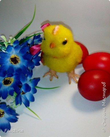 Здравствуйте,дорогие мастера! По случаю предстоящего праздника,родился такой вот симпатичный цыпленочек Клепочка! И вот теперь мы с Клепой спешим от всей души поздравить Вас с этим весенним и светлым праздником!!! С Пастой,Вас,наши дорогие!!! фото 2