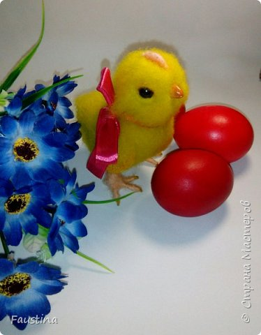 Здравствуйте,дорогие мастера! По случаю предстоящего праздника,родился такой вот симпатичный цыпленочек Клепочка! И вот теперь мы с Клепой спешим от всей души поздравить Вас с этим весенним и светлым праздником!!! С Пастой,Вас,наши дорогие!!! фото 1