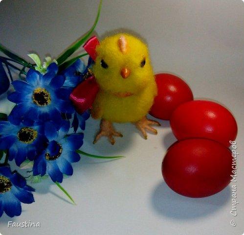 Здравствуйте,дорогие мастера! По случаю предстоящего праздника,родился такой вот симпатичный цыпленочек Клепочка! И вот теперь мы с Клепой спешим от всей души поздравить Вас с этим весенним и светлым праздником!!! С Пастой,Вас,наши дорогие!!! фото 3
