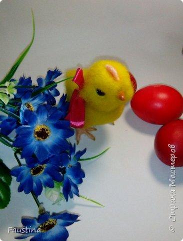 Здравствуйте,дорогие мастера! По случаю предстоящего праздника,родился такой вот симпатичный цыпленочек Клепочка! И вот теперь мы с Клепой спешим от всей души поздравить Вас с этим весенним и светлым праздником!!! С Пастой,Вас,наши дорогие!!! фото 4