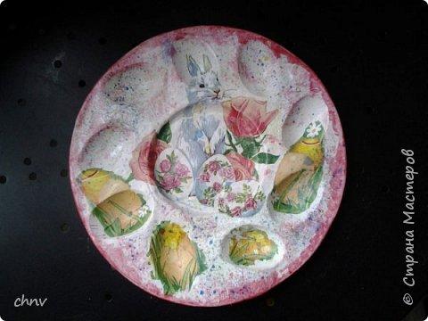 Всем привет в СМ! Посмотрев замечательные видео МК Светланы Короткой захотелось сделать  своим родным на праздник такие тарелочки для яиц.Спасибо Светлана !Накупила красивых салфеточек с пасхальной тематикой,гипс,силиконовая форма имелась -и за дело.С гипсом работала первый раз,интересно.Понравилось.Немножко тонковатые получились тарелочки. фото 6