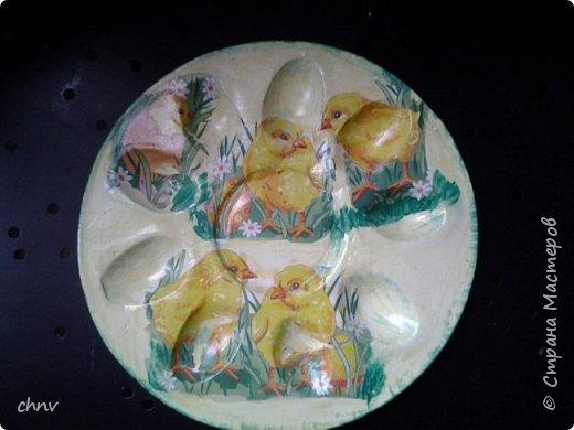 Всем привет в СМ! Посмотрев замечательные видео МК Светланы Короткой захотелось сделать  своим родным на праздник такие тарелочки для яиц.Спасибо Светлана !Накупила красивых салфеточек с пасхальной тематикой,гипс,силиконовая форма имелась -и за дело.С гипсом работала первый раз,интересно.Понравилось.Немножко тонковатые получились тарелочки. фото 4