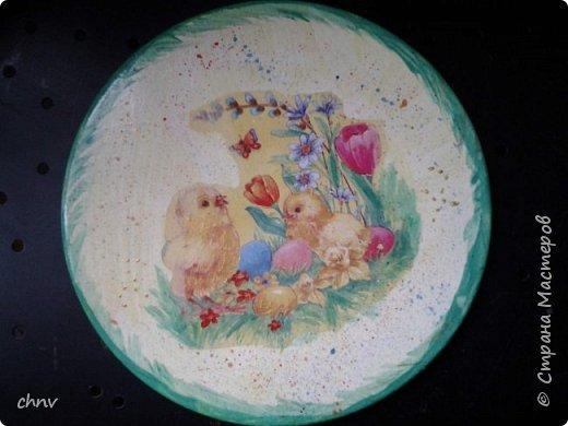 Всем привет в СМ! Посмотрев замечательные видео МК Светланы Короткой захотелось сделать  своим родным на праздник такие тарелочки для яиц.Спасибо Светлана !Накупила красивых салфеточек с пасхальной тематикой,гипс,силиконовая форма имелась -и за дело.С гипсом работала первый раз,интересно.Понравилось.Немножко тонковатые получились тарелочки. фото 3