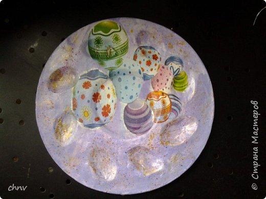 Всем привет в СМ! Посмотрев замечательные видео МК Светланы Короткой захотелось сделать  своим родным на праздник такие тарелочки для яиц.Спасибо Светлана !Накупила красивых салфеточек с пасхальной тематикой,гипс,силиконовая форма имелась -и за дело.С гипсом работала первый раз,интересно.Понравилось.Немножко тонковатые получились тарелочки. фото 8