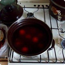 Итак , в приготовленный раствор , в холодный, погружаем наши сырые яички фото 1
