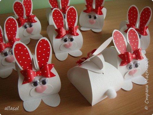 Коробочки-зайчики для шоколадных яиц. Идея  http://creativeleeyours.com/cute-curvy-keepsake-easter-bunny  фото 2