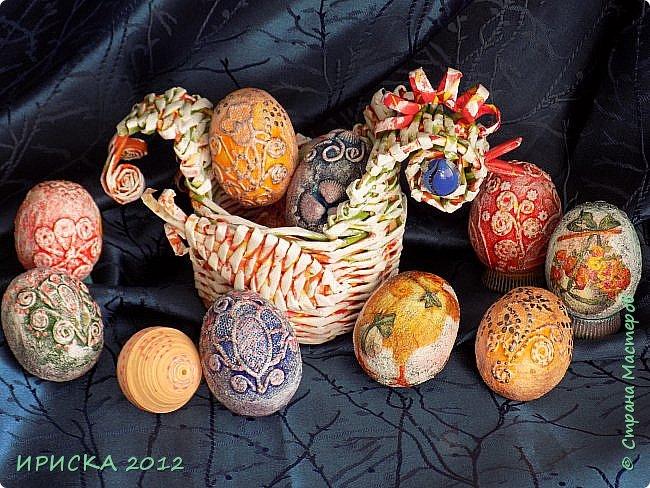Христос Воскресе!!! Со Светлым праздником Пасхи!!!  Есть писанки - росписные пасхальные яица, есть крашенки - покрашенные разными красителями и в разных интересных техниках. А мои сувенирные яица украшены в технике пейп-арт, здесь Танюша Сорокина показывала как это красиво сделать   http://stranamasterov.ru/node/1088999 фото 2