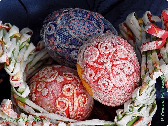 Христос Воскресе!!! Со Светлым праздником Пасхи!!!  Есть писанки - росписные пасхальные яица, есть крашенки - покрашенные разными красителями и в разных интересных техниках. А мои сувенирные яица украшены в технике пейп-арт, здесь Танюша Сорокина показывала как это красиво сделать   http://stranamasterov.ru/node/1088999 фото 1
