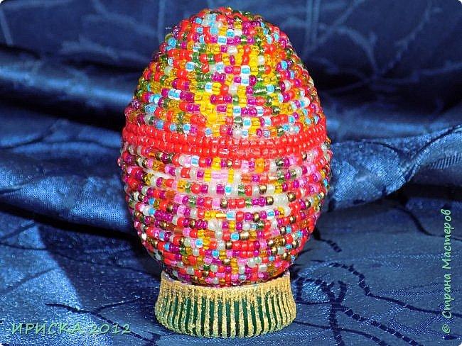 Христос Воскресе!!! Со Светлым праздником Пасхи!!!  Есть писанки - росписные пасхальные яица, есть крашенки - покрашенные разными красителями и в разных интересных техниках. А мои сувенирные яица украшены в технике пейп-арт, здесь Танюша Сорокина показывала как это красиво сделать   http://stranamasterov.ru/node/1088999 фото 22