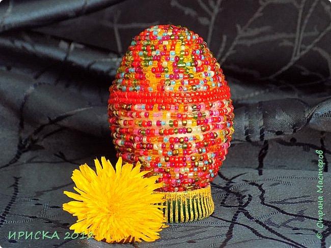 Христос Воскресе!!! Со Светлым праздником Пасхи!!!  Есть писанки - росписные пасхальные яица, есть крашенки - покрашенные разными красителями и в разных интересных техниках. А мои сувенирные яица украшены в технике пейп-арт, здесь Танюша Сорокина показывала как это красиво сделать   https://stranamasterov.ru/node/1088999 фото 23