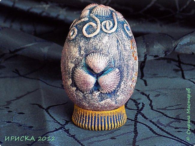 Христос Воскресе!!! Со Светлым праздником Пасхи!!!  Есть писанки - росписные пасхальные яица, есть крашенки - покрашенные разными красителями и в разных интересных техниках. А мои сувенирные яица украшены в технике пейп-арт, здесь Танюша Сорокина показывала как это красиво сделать   http://stranamasterov.ru/node/1088999 фото 4