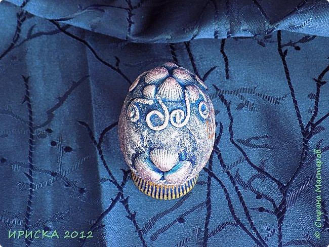Христос Воскресе!!! Со Светлым праздником Пасхи!!!  Есть писанки - росписные пасхальные яица, есть крашенки - покрашенные разными красителями и в разных интересных техниках. А мои сувенирные яица украшены в технике пейп-арт, здесь Танюша Сорокина показывала как это красиво сделать   https://stranamasterov.ru/node/1088999 фото 5