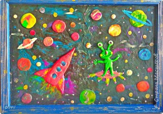 """Здравствуйте! Любовь к пластилину - не случайно я назвала так эту запись. Мое увлечение поделками началось именно с пластилина. Когда Мише исполнилось 2 года, ему дали пластилин. Я стала ему показывать, как лепить фигурки, и ... увлеклась. С тех пор много воды утекло, много разных материалов перепробовано, но к пластилину возвращаюсь периодически. Картинки на первых фото я делала """"под настроение"""" года полтора назад. Сфотографировать нашла время только сейчас.  фото 24"""
