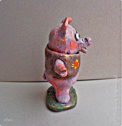 """Здравствуйте! Любовь к пластилину - не случайно я назвала так эту запись. Мое увлечение поделками началось именно с пластилина. Когда Мише исполнилось 2 года, ему дали пластилин. Я стала ему показывать, как лепить фигурки, и ... увлеклась. С тех пор много воды утекло, много разных материалов перепробовано, но к пластилину возвращаюсь периодически. Картинки на первых фото я делала """"под настроение"""" года полтора назад. Сфотографировать нашла время только сейчас.  фото 22"""
