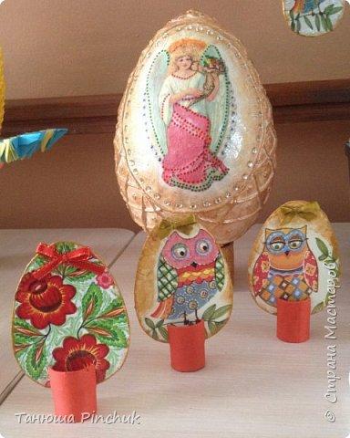 Дорогие жители  СТРАНЫ МАСТЕРОВ ! Сердечно поздравляю вас с праздником Светлой Пасхи!  Хочу представить Вашему вниманию поделки к Пасхе, сделанные моими учениками под моим чутким руководством. Это яйцо - основа папье маше, декор - пейп-арт, декупаж. Яичко большое, см 20 высота. фото 7