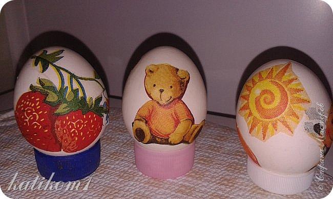 Для оформления яиц использовала технику декупаж, бумажными салфетками. Вместо клея и лака использовала пищевой  желатин. Приготовить его по  инструкции написанной на упаковке. Дать остыть и можно клеить.  фото 6
