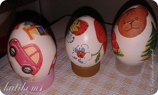 Для оформления яиц использовала технику декупаж, бумажными салфетками. Вместо клея и лака использовала пищевой  желатин. Приготовить его по  инструкции написанной на упаковке. Дать остыть и можно клеить.  фото 7