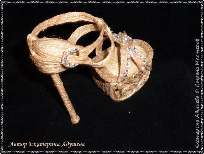 Здравствуйте всем  кто заглянул ко мне на страницу ! Хочу предоставить Вашему вниманию еще одну маю работу, идея появилась совсем случайно видимо весна влияет охота уже  одеть более легкую обувь. Но эта работа такая для домашнего декора. фото 9