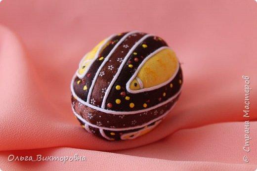 Праздники прошли, сувениры радуют своих хозяев.  Яйцо с изображенным на нем дубовым листочком было подарено хозяину дома, поскольку дубовые листья и желуди являются символом мужского начала. фото 5