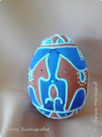 Праздники прошли, сувениры радуют своих хозяев.  Яйцо с изображенным на нем дубовым листочком было подарено хозяину дома, поскольку дубовые листья и желуди являются символом мужского начала. фото 6