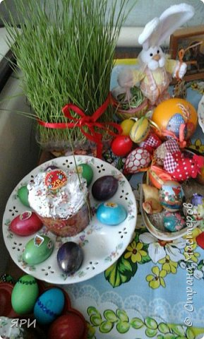 Всем доброго дня, Христос воскресе! С праздником! Вот такой натюрморт получился-декупаж деревянной тарелочки, пластмассового яйца. Веточки вербы освящены в храме в Вербное воскресенье. фото 9