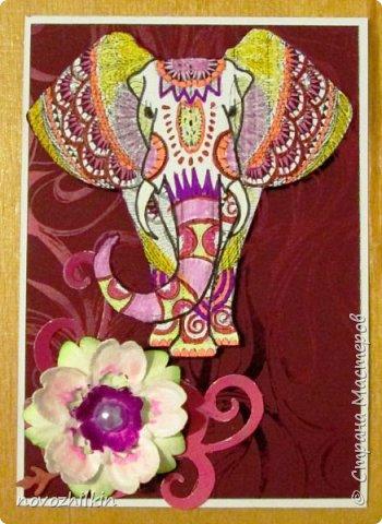 3 этап – Индия и обязательная деталь слоник, который в Индии считается священным животным, олицетворяя мудрость, благоразумие и силу. Нечего кроме распечатки в голову не пришло, но так как у меня нет дома принтера, а на работе только черно-белый – получились вот такие раскрашенные слоники. Ну и попыталась изобразить национальный цветок Индии лотос – этот священный цветок занимает уникальное место в искусстве и мифологии древней Индии. С незапамятных времен он считается счастливым символом индийской культуры.   фото 2