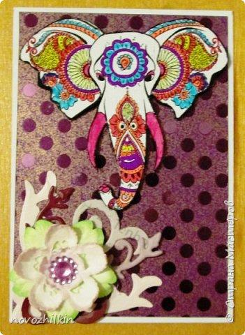 3 этап – Индия и обязательная деталь слоник, который в Индии считается священным животным, олицетворяя мудрость, благоразумие и силу. Нечего кроме распечатки в голову не пришло, но так как у меня нет дома принтера, а на работе только черно-белый – получились вот такие раскрашенные слоники. Ну и попыталась изобразить национальный цветок Индии лотос – этот священный цветок занимает уникальное место в искусстве и мифологии древней Индии. С незапамятных времен он считается счастливым символом индийской культуры.   фото 3