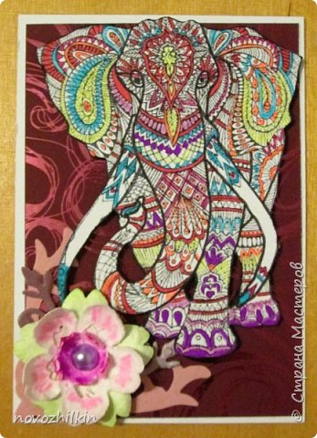 3 этап – Индия и обязательная деталь слоник, который в Индии считается священным животным, олицетворяя мудрость, благоразумие и силу. Нечего кроме распечатки в голову не пришло, но так как у меня нет дома принтера, а на работе только черно-белый – получились вот такие раскрашенные слоники. Ну и попыталась изобразить национальный цветок Индии лотос – этот священный цветок занимает уникальное место в искусстве и мифологии древней Индии. С незапамятных времен он считается счастливым символом индийской культуры.   фото 4