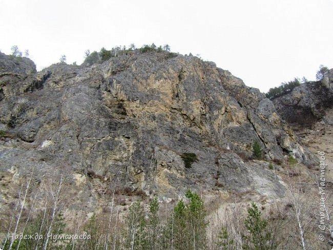 Пару недель назад мы снова решили съездить за Чемал. Катунская долина - живая иллюстрация алтайских легенд, ведь если внимательно всматриваться в горы, можно найти множество лиц. По легенде после потопа земля не смогла выдержать тяжести алтайских богатырей и они превратились в горы.   фото 21