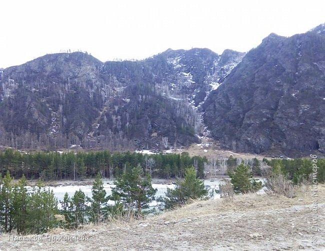 Пару недель назад мы снова решили съездить за Чемал. Катунская долина - живая иллюстрация алтайских легенд, ведь если внимательно всматриваться в горы, можно найти множество лиц. По легенде после потопа земля не смогла выдержать тяжести алтайских богатырей и они превратились в горы.   фото 25