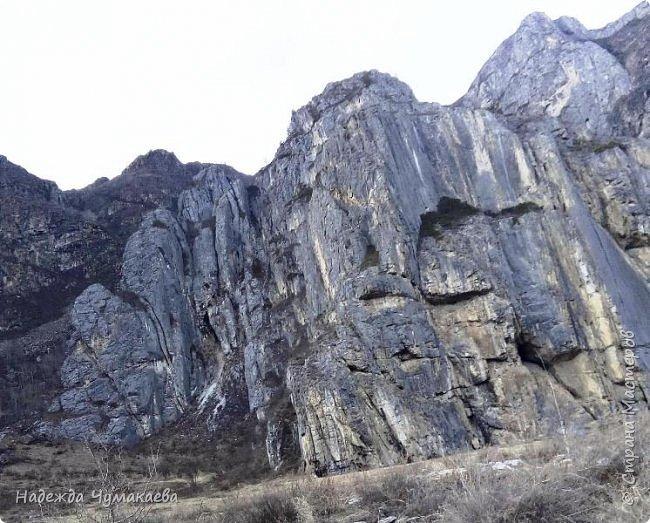 Пару недель назад мы снова решили съездить за Чемал. Катунская долина - живая иллюстрация алтайских легенд, ведь если внимательно всматриваться в горы, можно найти множество лиц. По легенде после потопа земля не смогла выдержать тяжести алтайских богатырей и они превратились в горы.   фото 26