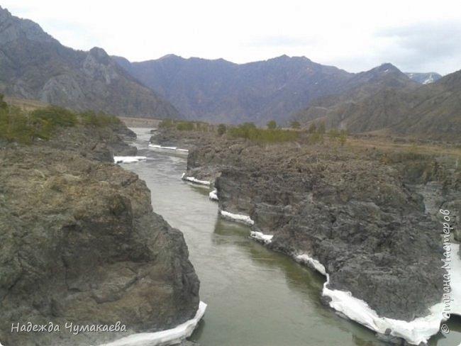 Пару недель назад мы снова решили съездить за Чемал. Катунская долина - живая иллюстрация алтайских легенд, ведь если внимательно всматриваться в горы, можно найти множество лиц. По легенде после потопа земля не смогла выдержать тяжести алтайских богатырей и они превратились в горы.   фото 28