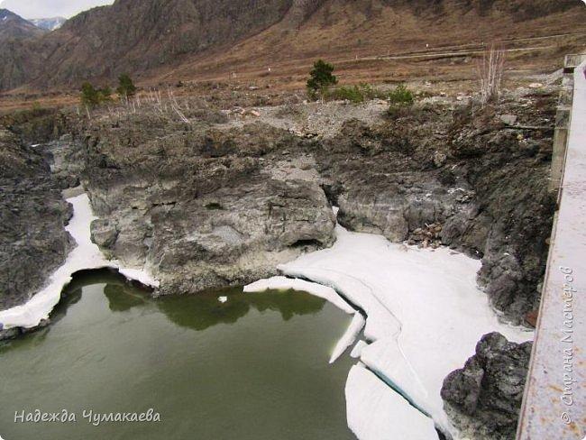 Пару недель назад мы снова решили съездить за Чемал. Катунская долина - живая иллюстрация алтайских легенд, ведь если внимательно всматриваться в горы, можно найти множество лиц. По легенде после потопа земля не смогла выдержать тяжести алтайских богатырей и они превратились в горы.   фото 30