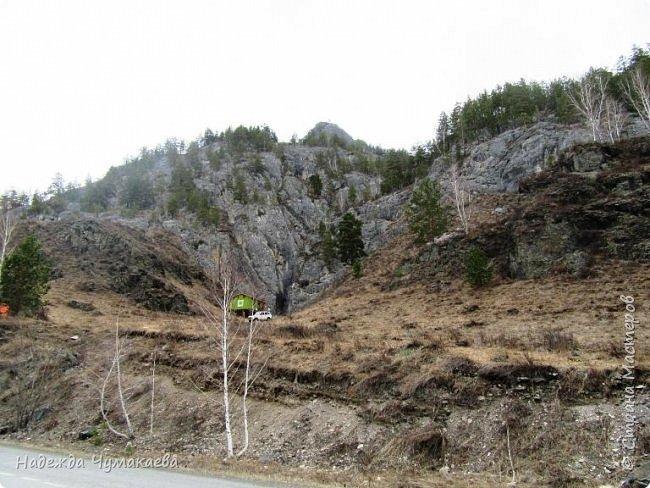 Пару недель назад мы снова решили съездить за Чемал. Катунская долина - живая иллюстрация алтайских легенд, ведь если внимательно всматриваться в горы, можно найти множество лиц. По легенде после потопа земля не смогла выдержать тяжести алтайских богатырей и они превратились в горы.   фото 10