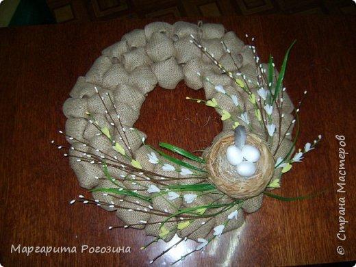 Основа веночка - модули из ткани, наклеенные на картон, растения искусственные, гнездышко свила из рафии и сизаля, яйца пенопластовые. фото 6