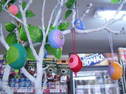 Основа веночка - модули из ткани, наклеенные на картон, растения искусственные, гнездышко свила из рафии и сизаля, яйца пенопластовые. фото 11