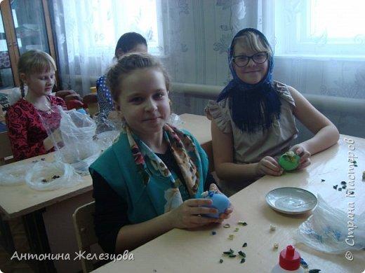 Традиционный пасхальный концерт сопровождается выставкой детских работ.  фото 19