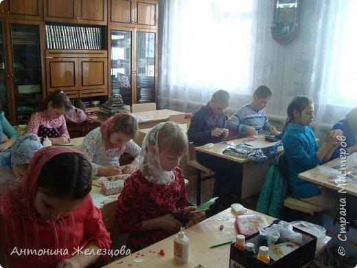 Традиционный пасхальный концерт сопровождается выставкой детских работ.  фото 16