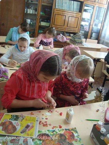 Традиционный пасхальный концерт сопровождается выставкой детских работ.  фото 17