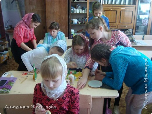 Традиционный пасхальный концерт сопровождается выставкой детских работ.  фото 18