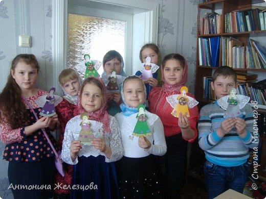 Традиционный пасхальный концерт сопровождается выставкой детских работ.  фото 15